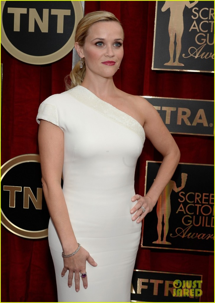 reese-witherspoon-sag-awards-2015-red-carpet-10