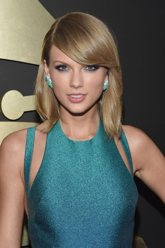 taylor-swift-at-2015-grammy-awards-in-los-angeles_13